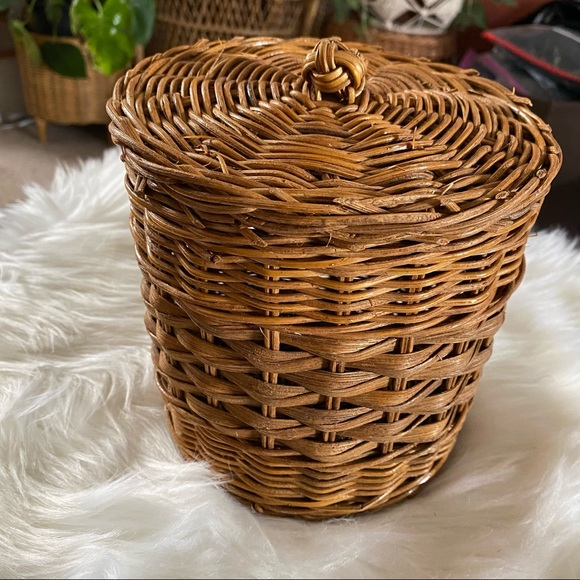 VINTAGE WICKER RATTAN Storage Basket with lid